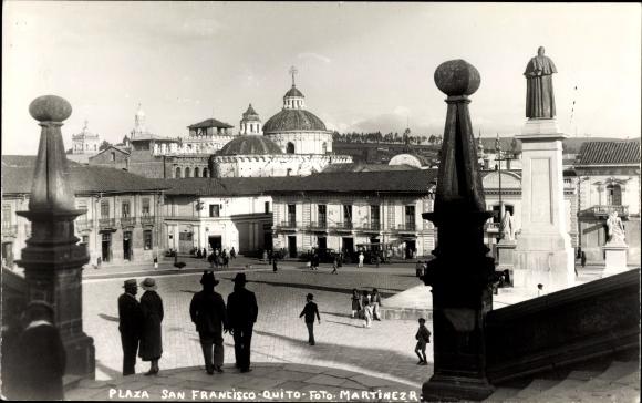 Ak Quito Peru, Plaza San Francisco, La Prensa Catolica, Platzpartie, Denkmal
