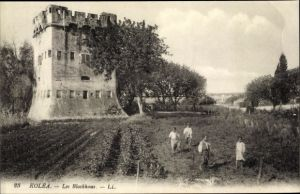 Ak Koléa Algerien, Les Blockhaus, spielende Kinder auf einem Feld, Festungsturm