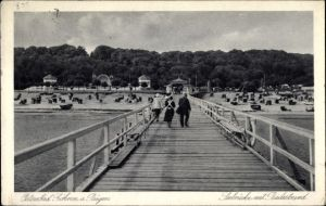Ak Ostseebad Göhren auf Rügen, Partie auf der Seebrücke mit Blick zum Badestrand