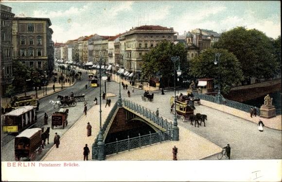 Ak Berlin Tiergarten, Szene auf Potsdamer Brücke, Pferdekutschen