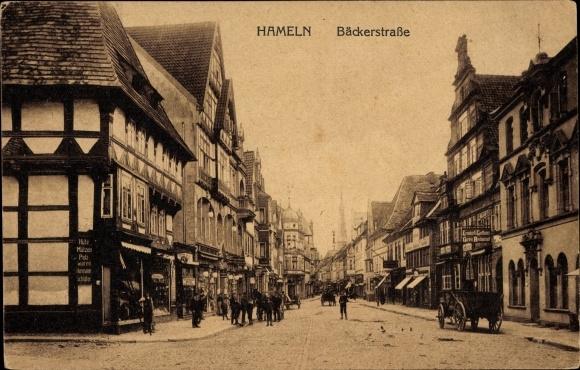 Ak Hameln in Niedersachsen, Partie in der Bäckerstraße, Pelzwaren Hermann Schlüter, Gasthaus