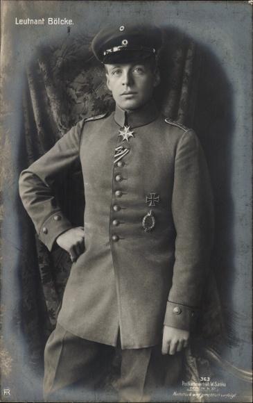 Ak Hauptmann Oswald Boelcke, Jagdflieger, Sanke 363, Standportrait