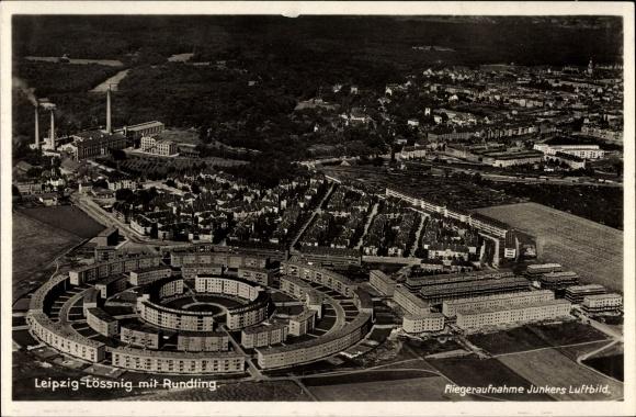 Ak Lößnig Leipzig in Sachsen, Fliegeraufnahme, Rundling, Wohnsiedlung, Panorama, Junkers Luftbild