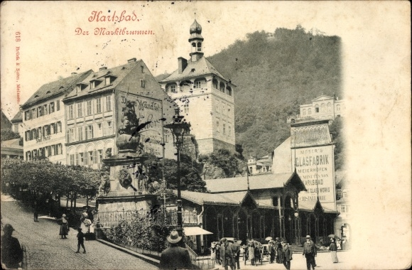 Ak Karlovy Vary Karlsbad Stadt, Der Marktbrunnen, Spaziergänger