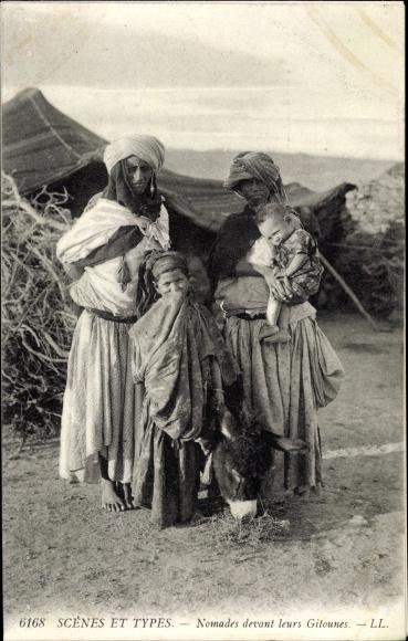 Ak Scenes et Types, Nomades devant leurs Gitounes, Nomaden vor ihrem Zelt