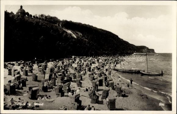 Ak Ostseebad Sellin auf Rügen, Strand mit Blick zum Familienbad, Strandkörbe