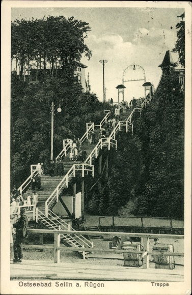 Ak Ostseebad Sellin auf Rügen, Treppe hinab zum Strand, Urlauber