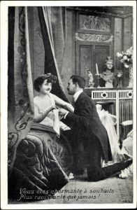 Ak Mann im Anzug kniet vor einer Frau, Liebespaar, Vous etes charmante à souhaits