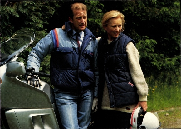 Ak König Albert II. von Belgien, Königin Paola, Motorrad, Motorradhelm