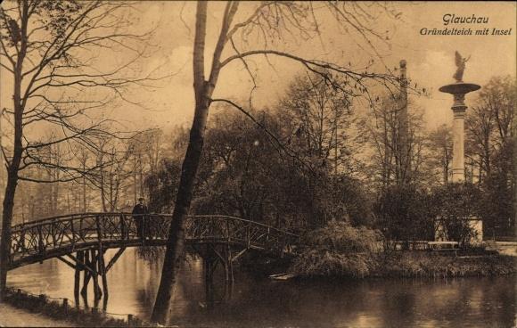 Ak Glauchau an der Zwickauer Mulde in Sachsen, Partie am Gründelteich mit Insel, Brücke