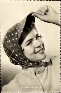 Ak Schauspielerin und Sängerin Conny Froboess, Portrait, Kopftuch
