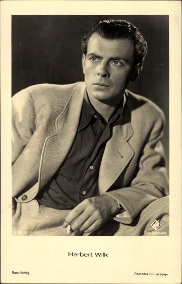 Ak Schauspieler Herbert Wilk, Portrait mit Zigarette, Ross Verlag Nr. A 3412/1