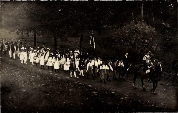 Foto Ak Johnsbach Glashütte Sachsen, Kinder bei einem Festumzug, Reiter, Musiker