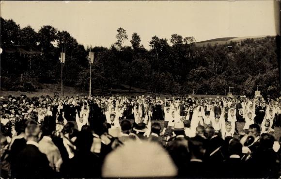 Foto Ak Johnsbach Glashütte Sachsen, Kinder bei Turnübungen auf einem Fest, Zuschauer