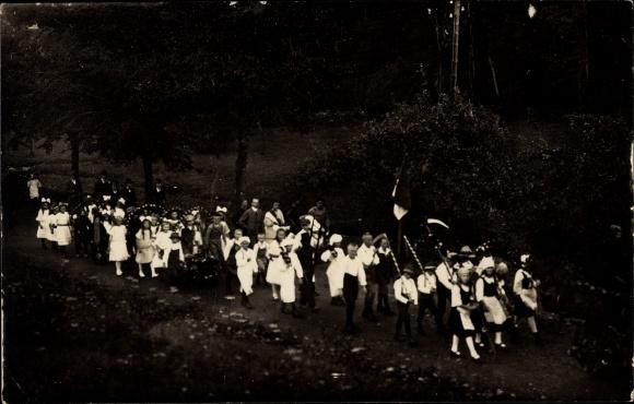 Foto Ak Johnsbach Glashütte Sachsen, Kinder bei einem Festumzug, Kostüme
