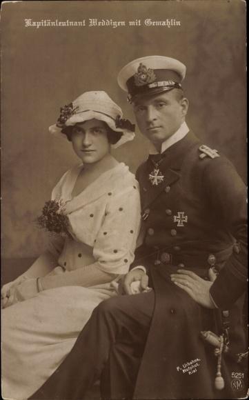 Ak Otto Weddigen, Marineoffizier, Kapitänleutnant, Portrait mit Gemahlin, SM U 9, NPG 5251