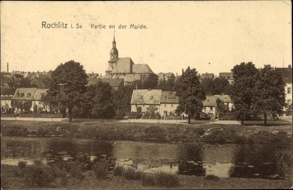 Ak Rochlitz an der Mulde, Partie an der Mulde, Kirche, Wohnhäuser