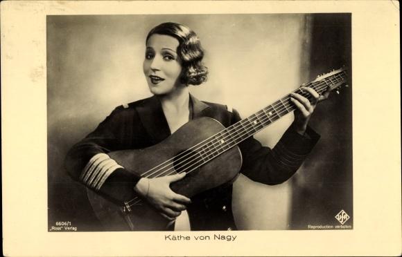 Ak Schauspielerin Käthe von Nagy, Portrait mit Gitarre, Ross Verlag 6606 1