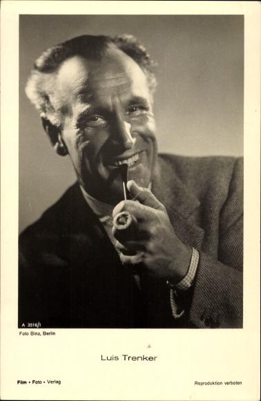 Ak Schauspieler und Bergsteiger Luis Trenker, Portrait mit Pfeife, Der heilige Berg