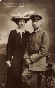 Ak Oskar Prinz von Preußen und Gräfin Ina von Ruppin, Uniform, NPG 4949