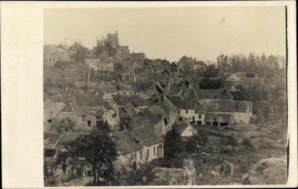 Foto Ak Zerstörte Stadt nach einer Schlacht, I. WK