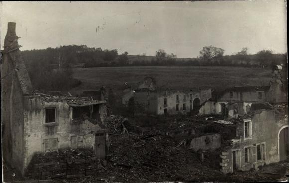 Foto Ak Zerstörte Stadt nach einer Schlacht, Haustrümmer, I. WK