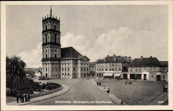 Ak Neustrelitz am Zierker See, Marktplatz mit Stadtkirche