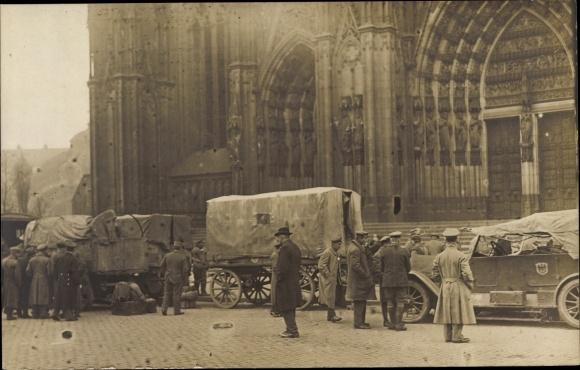 Foto Ak Köln am Rhein, Einzug der englischen Besatzung, Kölner Dom