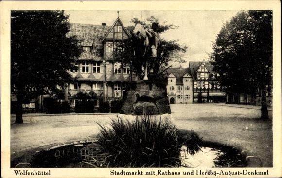 Ak Wolfenbüttel in Niedersachsen, Stadtmarkt mit Rathaus und Herzog August Denkmal