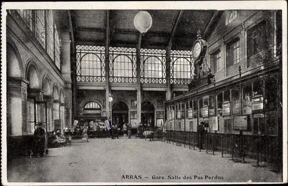Ak Arras Pas de Calais, Gare, Salle des Pas Perdus, Bahnhof, Innenansicht