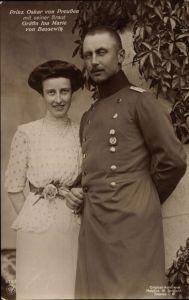 Ak Oskar Prinz von Preußen mit seiner Braut Gräfin Ina von Bassewitz, NPG 4787