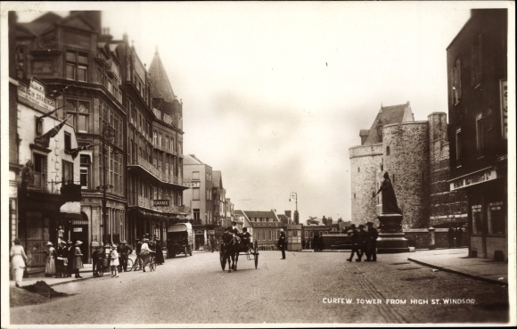 Ak Windsor South East England, Curfew Tower from High Street