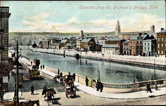 Ak Cork Irland, Shandon from St. Patrick's Bridge, Flusspartie mit Teilansicht der Stadt