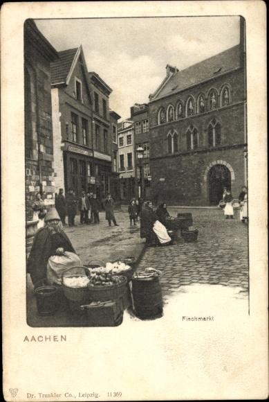 Ak Aachen in Nordrhein Westfalen, Blick auf den Fischmarkt, Händlerinnen