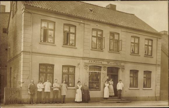 Foto Ak Uetersen in Schleswig Holstein, Wurstfabrik J. A. Pohling, Schaufenster