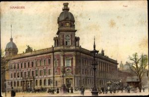 Ak Hamburg Mitte Altstadt, Straßenpartie mit Blick auf das Postgebäude, Passanten