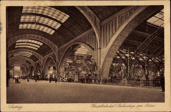 Ak Leipzig in Sachsen, Hauptbahnhof, Bahnsteige von Osten