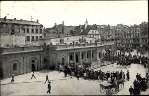 Ak Poznań Posen, Aufziehen der Hauptwache, Schaulustige