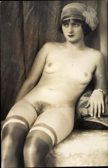 Nackt scham frau Frauen ohne