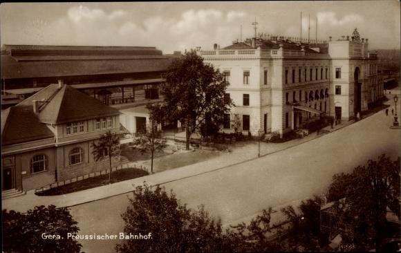 Ak Gera in Thüringen, Preußischer Bahnhof, Straßenansicht, Gebäude und Bahnsteig