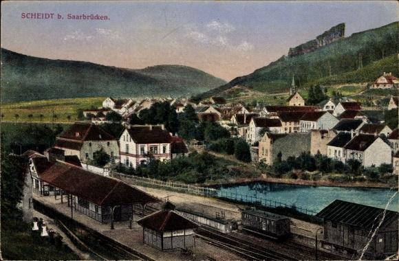 Ak Scheidt Saarbrücken im Saarland, Blick auf den Bahnhof, Gleisseite, Stadtansicht
