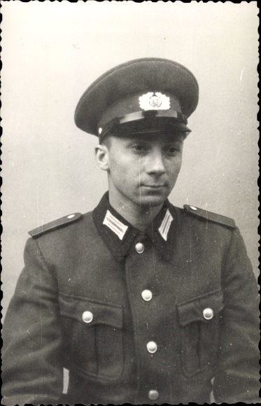 Foto Ak Nationale Volksarmee, NVA, Soldat in Uniform, Portrait