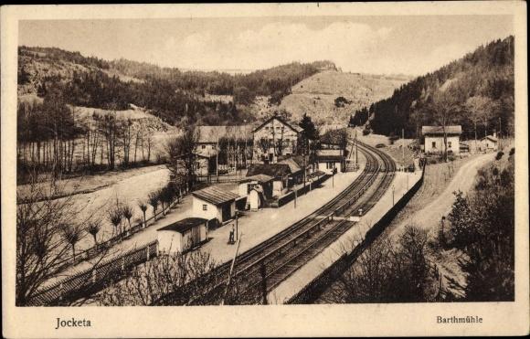 Ak Barthmühle Pöhl im Vogtland, Blick auf den Bahnhof, Bahnstrecke
