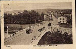Ak Gera in Thüringen, Heinrichsbrücke und Waldstraße, Straßenbahn