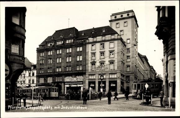 Ak Pforzheim im Schwarzwald, Leopoldsplatz, Industriehaus, Straßenbahn Linie 2, Kino, Paul Stierle