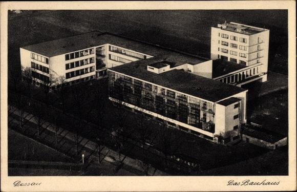 Ak Dessau in Sachsen Anhalt, Das Bauhaus, Fliegeraufnahme
