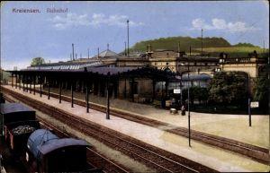 Ak Kreiensen Einbeck, Bahnhof von der Gleisseite, Bahnsteig, Waggons