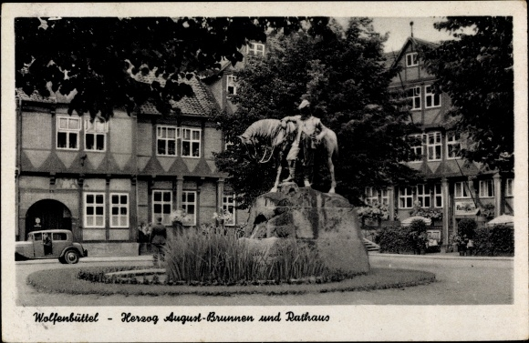 Ak Wolfenbüttel in Niedersachsen, Herzog August Brunnen und Rathaus, Automobil