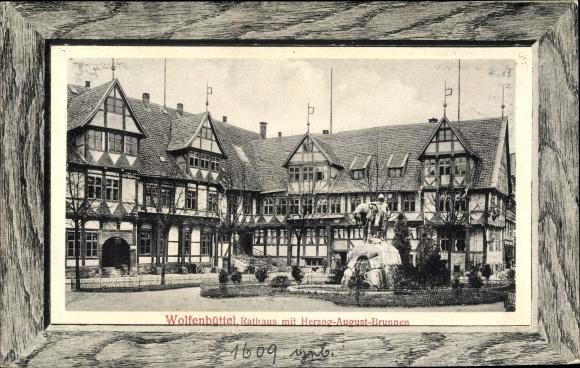 Passepartout Ak Wolfenbüttel in Niedersachsen, Rathaus mit Herzog August Brunnen, Fachwerkhaus