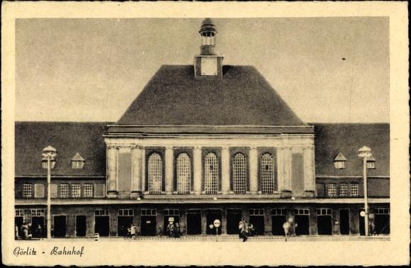 Ak Görlitz in der Lausitz, Blick auf den Bahnhof, Straßenseite, Fassade
